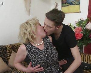 Cornea grandi tette mamma scopare e succhiare il suo ragazzo giocattolo video porno amatoriale