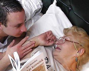 Molto vecchia nonna lecca culo giovane film hard porno